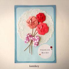 ばら はさみ一回リボン 創作:kamikey 今年は5月8日が母の日なんですね。 てっきり15日かと思ってのんびりしていました(汗 母の日のカードやプレゼントに添えて、 折り紙のばらはいかがでしょう。 途中まで折り鶴の折り方と...