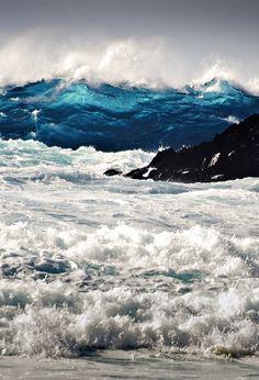 0ce4n-g0d:  Blue wave by Jose Manuel Trujillo on 500px