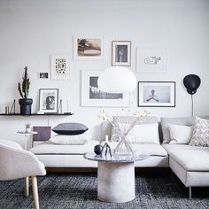 The beautiful home of Swedish stylist & interior designer Joanna Bagge (@kvart_joanna) is now up on the blog! Clever use of space, smart storage solutions and a great sense of style see the full tour on the blog (link in bio) #hometour #nordicdesign #nordicdesignblog #interior #scandinavian #design #livingroom Photo: @fotografjonasberg
