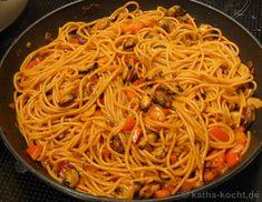 Du suchst ein leckeres Rezept für eine Pasta mit Muscheln? Dann probier doch meine pikante Muschel-Paprikasauce mit Peperonispaghetti aus - hier entlang!