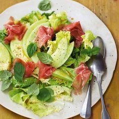An dem Klassiker Melone und Schinken führt im Sommer kein Weg vorbei! Ab sofort genießen wir das Dreamteam in Form dieses Salats.
