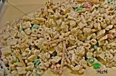 Want to give a homemade gift for Christmas? Check out my White Trash Recipe. It's the perfect snack or gift idea for the holidays. It's easy and delicious. Homemade Christmas Gifts, Homemade Gifts, Christmas Ideas, Merry Christmas, Christmas Crunch, Christmas Cookies, Christmas Trash Recipe, White Trash Recipe, Snack Mix Recipes