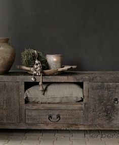 shelves above, drawers below, hanging racks in middle. --->this would work in the house th. Wabi Sabi, Log Cabin Living, Home And Living, Interior Design Kitchen, Interior Decorating, Design Japonais, Christian Decor, Home Decor Bedroom, Modern Rustic