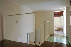 Architettura - ristrutturazione appartamento. Un progetto di OfficineMultiplo. Architecture - apartment renovation by OfficineMultiplo. soppalco, mezzanine