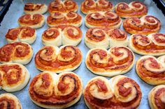 Pizzás tekercs recept Ricotta, Sausage, French Toast, Muffin, Meat, Breakfast, Food, Pizza, Meals