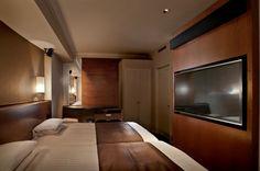 福岡 博多エクセルホテル東急- 8階に1部屋限定で設置していますシアタールーム(46.2㎡)はベッドルームとリビングルームの2部屋構成となっています。ベッドルームには東芝製55インチグラスレス3Dテレビが設置しており、非日常をお客様へご提供しています。    Theater Room(46.2㎡) of 8th Floor at HAKATA EXCEL HOTEL TOKYU