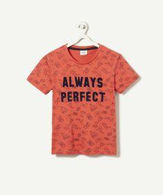 LE T-SHIRT IMPRIME ROUGE :                     Nouveauté ! Ce produit est au même prix du 2 au 14 ansOn adore ce t-shirt coloré aux imprimés rigolos ! A collectionner dans tous les coloris.            LE T-SHIRT, col rond, manches courtes, all over printed, flocage.