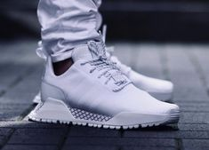 Shopping For Men's Sneakers. In search of more info on sneakers? In that case just click right here to get additional information. Mens Sneakers For Flat Feet Baskets Adidas, Basket Nike, Nike Fashion, Sneakers Fashion, Mens Fashion, Nike Mode, Sneakers Mode, Yeezy Sneakers, Red Sneakers