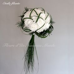 The round bridal bouquet remains the essential of your wedding! Find the bouquet of your dreams, handmade with preserved and/or dried flowers. Simple Wedding Bouquets, Diy Wedding Flowers, Bride Bouquets, Bridal Flowers, Flower Bouquet Wedding, Bridesmaid Bouquet, Bouquet Flowers, Romantic Wedding Decor, Outdoor Wedding Decorations