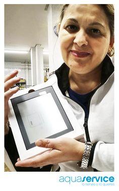 Begoña nos muestra el ebook que ganó en nuestro sorteo Aquaservice con motivo del día del libro. ¡Le deseamos muy felices lecturas! Prize Draw, Reading, Book, Events