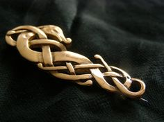 Viking jewelry...hmmm...I would like to carve this in wood. It would make a stuning shawl pin!