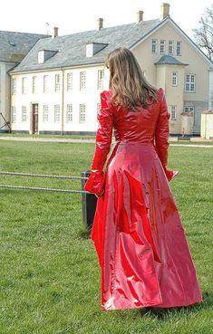 Long red pvc coat #RaincoatsForWomenHoods