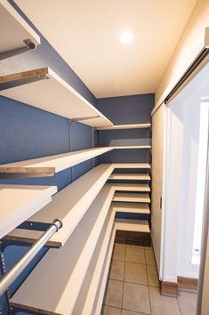 Showroom Interior Design, Shoe Room, Bedroom Closet Design, Natural Interior, Home Organisation, Modern Architecture House, Apartment Design, My Room, My Dream Home