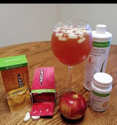 1/2 ignite me orange liftoff, 1/2 pomegranate liftoff, 1/2 tsp N-R-G tea and 3 caps of mandarin aloe along with a fresh sliced apple!!! Herbalife Meal Plan, Herbalife Protein, Herbalife Shake Recipes, Herbalife Nutrition, Healthy Smoothies, Smoothie Recipes, Healthy Snacks, Mandarine Recipes, Diets