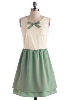 The Fine Mint Dress, Very cute, simple and looovely! Unique Dresses, Cute Dresses, Summer Dresses, Mint Green Dress, Retro Vintage Dresses, Vintage Style, Vintage Inspired, Stretch Dress, Classy Outfits