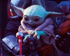 Baby Yoda and Mando Yoda Funny, Yoda Meme, Star Wars Baby, Yoda Gif, Yoda Images, Baby Animals, Cute Animals, The Avengers, Cultura Pop