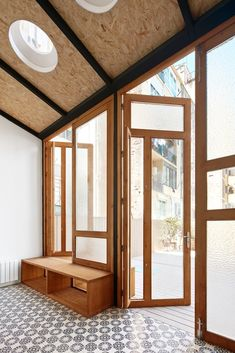 Tamarit Apartment by RAS Arquitectura // Barcelona, Spain Studios Architecture, Interior Architecture, Architecture Details, Journal Du Design, Patio Interior, Glass Extension, Backyard Garden Design, Wood Interiors, Minimalist Home