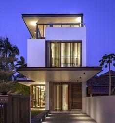 Fachada moderna casa angosta