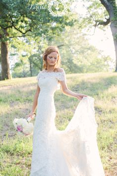 Vintage inspired bridal session, delicate lace wedding gown // pink & white bouquet flowers // photo by Larissa Nicole Photography