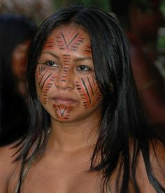 Woman from Brazil with facial tattoos Tribal People, Tribal Women, Native American Women, American Indians, We Are The World, People Around The World, Brazil People, Tribal Makeup, Xingu