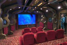As salas de cinema mais inusitadas ao redor do planeta! - Sala inspirada no Nautilus, o submarino do Capitão Nemo em 20.000 Léguas Submarinas.