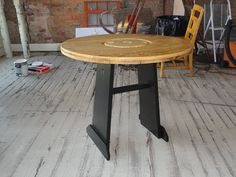 Coffee shop table made from an electric wire spool. I could do this mini for. Wooden Cable Spools, Wire Spool, Electrical Spools, Pallet Furniture, Outdoor Furniture, Old Pallets, Pallet Ideas, Wooden Signs, Coffee Tables