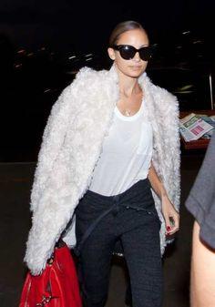 #NicoleRichie is seen arriving at #LAX on November 13, 2013 in Los Angeles http://celebhotspots.com/hotspot/?hotspotid=4954&next=1