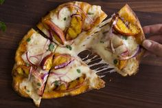 Sriracha sauce and jalapeño cheddar cheese bring out the sweetness of grilled peaches in this tasty flatbread appetizer recipe. Kraft Recipes, Entree Recipes, Appetizer Recipes, Cake Recipes, Grilled Peach Salad, Grilled Peaches, Penne, Flatbread Appetizers, Cheese