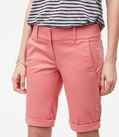 13 Cute Pairs of Knee-Length Shorts Perfect for Summer 2017 Bermuda Shorts Outfit, Modest Shorts, Comfy Shorts, Men's Shorts, Jean Shorts, Shorts Outfits Women, Summer Outfits Women, Short Outfits, Womens Long Shorts