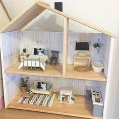Modern Dollhouse IKEA Flisat 1:12 scale, beach coastal interior Follow @onebrownbear on Instagram