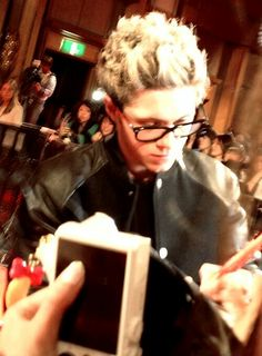 I don't why, but I find guys with glasses attractive.maybe because they look smart? One Does Not Simply, Naill Horan, Irish Boys, Tyler Oakley, James Horan, I Love One Direction, Liam Payne, Ten, Cool Bands