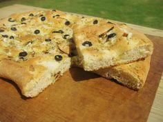 A falta de Lexatín... buenas son tortas: Focaccia con cebolla,romero y aceitunas negras
