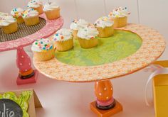 Mod Podge Birthday Cupcake Stands, or holiday or just cuz. Diy Mod Podge, Mod Podge Crafts, Diy Crafts, Crafts To Make And Sell, Crafts For Kids, Cake And Cupcake Stand, Princess Tea Party, Birthday Cupcakes, Birthday Parties