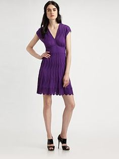 V-neck dress are great for curvy women