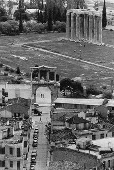 Πυλη Ανδριανου Greece Pictures, Old Pictures, Old Photos, Crete Greece, Athens Greece, Greek History, Rare Photos, Historical Photos, The Neighbourhood