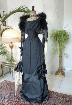 Elegantes schwarzes Abendkleid, ca. 1909