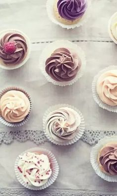 Food - Chocolate Reign: 15 of the most insanely good chocolate cupcakes EVER Pretty Cupcakes, Yummy Cupcakes, Sweet Cupcakes, Vanilla Cupcakes, Chocolate Cupcakes, Flavored Cupcakes, Tea Cupcakes, Elegant Cupcakes, Small Cupcakes