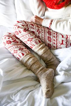 Leggings: holiday season tumblr christmas printed sweater white sweater knitted socks socks