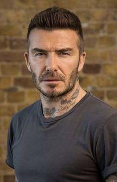 Estilo David Beckham, David Beckham Style, Beckham Haircut, Hair And Beard Styles, Hair Styles, Charming Man, Men's Outfits, Soccer Players, Mens Clothing Styles