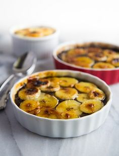 A healthier version of creme brulee.Chocolate Chia Seed Creme Brulee with Caramelized Bananas! Healthy Dessert Recipes, Healthy Baking, Vegan Recipes, Cooking Recipes, Healthy Food, Healthier Desserts, Healthy Life, Chocolate Creme Brulee, Chia Puding