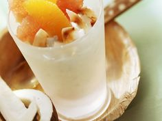 Quark mit Kokos und Zitrusfrüchten - perfekter Frühstückssnack für Low-Carb-Fans | http://eatsmarter.de/rezepte/quark-mit-kokos-und-zitrusfruechten