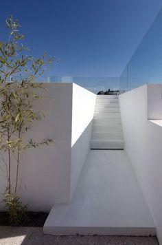 House in Paco de Arcos Lisbon Portugal by Jorge Mealha Arquitecto | lockebride.com