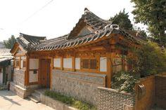한옥 Korean Traditional, Traditional House, Asian Design, House In The Woods, Postmodernism, Beautiful Pictures, House Design, Cabin, Oriental