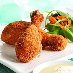 Crispy Baked Drumsticks with Honey-Mustard Sauce. These baked chicken drumsticks are crispy-crunchy outside and succulent and juicy inside. Serve with sweet potato fries and spinach salad. Healthy Meals For Two, Heart Healthy Recipes, Healthy Cooking, Cooking Recipes, Diabetic Recipes, Healthy Food, Healthy Dinners, Gourmet Recipes, Easy Recipes