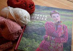 Helles Syskrin: To gamle bukser i ett skjørt Sewing Patterns, Painting, Stitching Patterns, Factory Design Pattern, Painting Art, Paintings, Paint, Patron De Couture, Draw