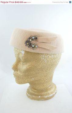 50s 60s Beige Mohair Pillbox Hat with door FrocksnFrillsVintage