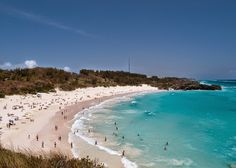 Horseshoe Bay is the most #famous beach in Bermuda. A very popular tourist attraction. #Travel #TravelTips @travelfoxcom #Bermuda
