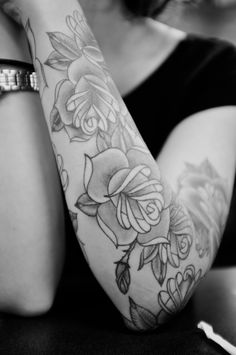 Flower sleeve tattoos black and white lower arm rose i think want my roses darker . flower sleeve tattoos black and white Girly Tattoos, Pretty Tattoos, Beautiful Tattoos, Body Art Tattoos, Cool Tattoos, White Tattoos, Tattoo Black, Piercings, Piercing Tattoo