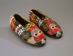Beaded shoes, Bata ileke, Nigeria, Yoruba peoples, 1978, Fowler Museum at UCLA. Gift of Helen and Dr. Robert Kuhn. X78.2148a,b. #Yoruba #beaded #slippers #shoes #Nigeria #Africa #Culture