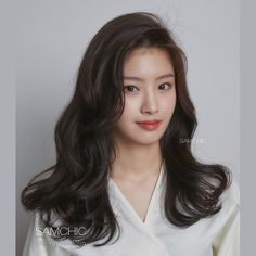 Korean Hair Color Brown, Korean Wavy Hair, Korean Curls, Korean Hairstyles Women, Japanese Hairstyles, Asian Hairstyles, Modern Hairstyles, Medium Hair Styles, Short Hair Styles